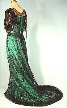 Antique Dress - c. 1907 MCGRATH, San Francisco Black Beaded Net / Silk Evening Gown so grand perfect for the opera Vintage Outfits, Vintage Gowns, Vintage Mode, 1900s Fashion, Edwardian Fashion, Vintage Fashion, Vintage Beauty, Old Dresses, Pretty Dresses
