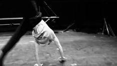 Cool Dance Moves, Dance Tips, Lets Dance, Gymnastics Poses, Acrobatic Gymnastics, Dance Choreography Videos, Dance Videos, Acro Dance, Dancer Workout