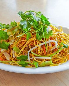 Vegetarian Chow Mein  - Low FODMAP and Gluten Free -  #lowfodmaprecipe #glutenfreerecipe #lowfodmap #glutenfree -