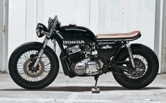A garage for special motorcycles and cafe racers Cb 750 Cafe Racer, Cafe Racer Bikes, Cafe Racer Motorcycle, Vintage Honda Motorcycles, Custom Motorcycles, Womens Motorcycle Helmets, Motorcycle Girls, Cafe Racing, Auto Racing