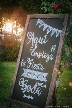 Pizarras con mensajes de bienvenida para tu boda #wedding #bodas #boda #bodasnet #decoración #decorationideas #decoration #weddings #inspiracion #inspiration #photooftheday #love #beautiful #bride #groom #awesome #dashboard
