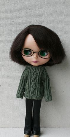 Green hand knitted sweater for Blythe doll. I knit only from the new high quality yarn. 50% wool, 50% acrylic. Care instruction ; Hand wash in