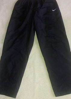 Kupuj mé předměty na #vinted http://www.vinted.cz/damske-obleceni/sportovni-obleceni-kalhoty/13796546-cerne-sustakove-kalhoty-nike