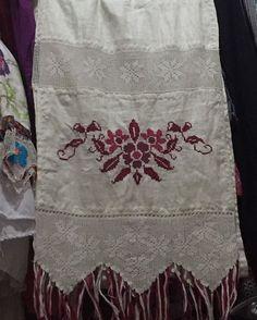Vendo #bellorebozo labor marcada ( punto de cruz ); trencilla y encajes en crochet o tejido en gancho.📲66635001 WhatsApp o llamada. Embroidery Designs, China, Diy, Fashion, Folklore, Flower, Frases, Embroidery Stitches, Hand Embroidery