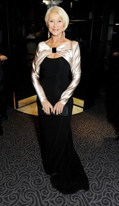 An elegant Helen Mirren wears David Morris white and pink diamond chandelier earrings and a diamond between-the-finger ring to the 2013 Evening Standard Theatre Awards. 60 Fashion, Fashion Outfits, Fashion Black, Ladies Fashion, Fashion Tips, Dame Helen, Helen Mirren, Star Wars, Celebs