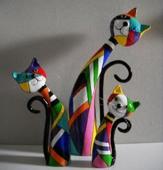 Or maybe polymer clay - I think paper mache will be easier - Paper Mache - Trio by Janneke NeeleFaz muiiito tempo que fiz esses quadrinhos, rssss f iz agatos - to add to my collection of cat statues!Bildresultat för tiger wire armature for paper mac Paper Mache Projects, Paper Mache Clay, Paper Mache Crafts, Paper Mache Sculpture, Clay Projects, Clay Art, Bottle Art, Bottle Crafts, Cat Crafts