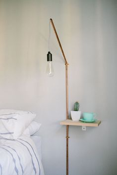 Minimalist DIY projects full of beauty - home and decoration - Minimalist DIY projects full of beauty glass desk lamp # mountain hut desig - Bedside Shelf, Diy Nightstand, Bedside Table Lamps, Shelf Lamp, Lamp Table, Diy Table, Diy Lamps, Bedside Lighting, Wall Lamps