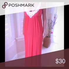 Guess maxi dress. FREE gift included. Great Guess maxi dress with pockets in a coral reef color. Very comfortable. Size M. FREE gift included for you. Like new, wore it once. Guess Dresses Maxi