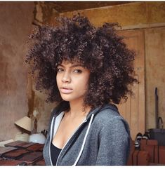 @samiorenelda    Curly fro. Afro curls. Curly Afro. Afro textured curls. Natural…