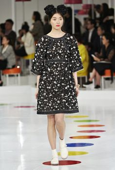 runway 2016 pictures chanel | Chanel Cruise 2016 Runway - theFashionSpot