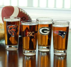 Personalized NFL Beer Glasses #theweddingoutlet