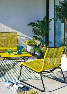 Une terrasse aux couleurs pepsy ensoleillée, tapis outdoor