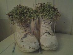 Schoenen gemaakt van muurvuller en koffieprut, met annabel
