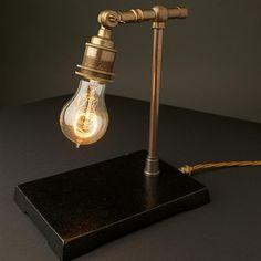 Vintage koperen lamp met industriële uitstraling Roomed | roomed.nl