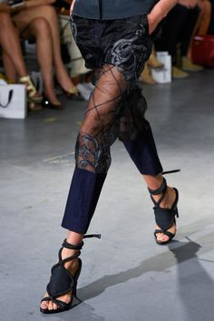 View all the detailed photos of the Phillip Lim spring / summer 2015 showing at New York fashion week. Moda Fashion, Fashion Week, Runway Fashion, High Fashion, Fashion Show, Womens Fashion, Fashion Trends, Phillip Lim, Fashion Bubbles