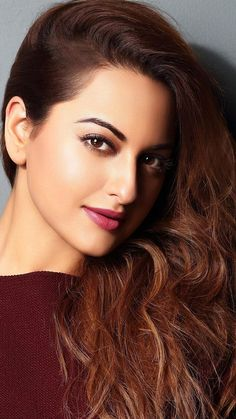Sonakshi Sinha, bollywood actress, wallpaper Source by wallpapersmug Beautiful Girl Indian, Most Beautiful Indian Actress, Sonakshi Sinha, Beautiful Bollywood Actress, Beautiful Actresses, Indian Celebrities, Bollywood Celebrities, Jessica Parker, Cute Beauty