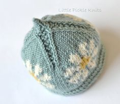 A pretty floral little pixie beanie knitting pattern that is perfect for the spring. The flowers are worked an Intarsia knit and are placed all around the hat. This flower beanie looks pretty with a background of this duck egg blue, a soft pink or a soft green. This hat is knitted