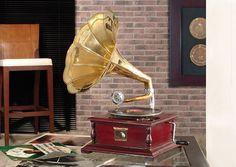 Gramofono cuadrado laton   Se suministra con un disco de pizarra de muestra. El cabezal, un juego de agujas y la manivela vienen en el interior.cuadrado,Gramofono,laton... Eur:110 / $146.3