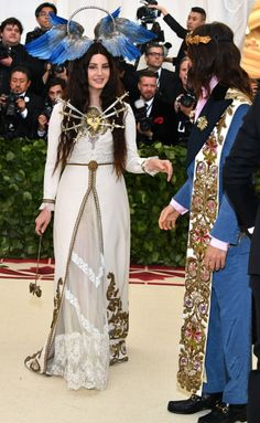 The Met Gala 2018 is fashion's biggest night. See every red carpet look from your favorite celebrities and designers at the Metropolitan Museum of Art. Fashion Mode, High Fashion, Fashion Styles, Celebrity Dresses, Celebrity Style, Met Gala Red Carpet, Gala Dresses, Costume Institute, Red Carpet Looks