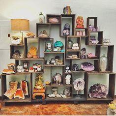 😍🙌🏻🌈💘💎 I need this crystal #displayShelf setup right meow 😱 #inspiration #goodvibes
