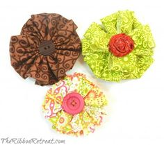 Simple Fabric Flowers - {The Ribbon Retreat Blog} tutorial.