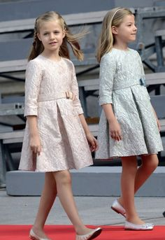 Classic dresses - Princess Sofia and Princess Leonor of Spain in pink and blue versions