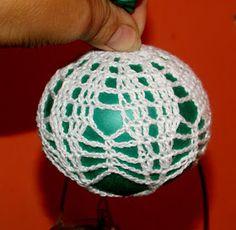 Moje robótki ręczne: Nowe bombki i schematy Crochet Christmas Decorations, Christmas Crafts, Christmas Ornaments, Lampe Crochet, Crochet Ball, Sampler Quilts, Ball Ornaments, Christmas Balls, Crochet Patterns