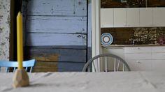 BEHOLDER DET GAMLE: Familien i Alvøen har valgt å beholde det gamle uttrykket. Her er det ikke bare kontraster mellom de ulike byggene, men også gammelt treverk mot nytt kjøkken.