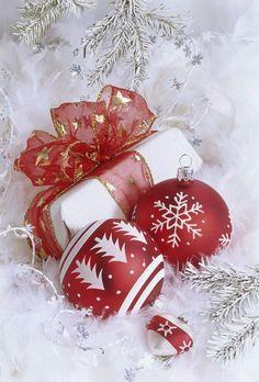 Christmas All Year Long Elegant Christmas, Christmas Love, Christmas Balls, Christmas Wishes, Christmas Colors, Christmas Greetings, All Things Christmas, Winter Christmas, Christmas Decorations
