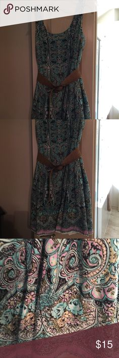 Sleepless sundress Very cute and feminine sundress by Nine West. Comes with a burlap belt. Paisley print and colors are cream, pink and a aqua blue/green. Adorable with wedges or sandals. Nine West Dresses