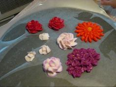 How to Air dry flowers made from buttercream frosting to use as cake decorations « Cake Decorating