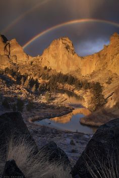 Whats amazing about Oregon is its diversity of landscapes. Heres one from Smith Rock a favorite among climbers and photographers. Best Photographers, Landscape Photographers, Smith Rock Oregon, Landscape Pictures, Climbers, Amazing Nature, Land Scape, The Great Outdoors, State Parks