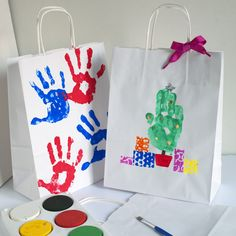 Decorative Gift wrapping ideas with Kids - http://artful-kids.com/blog/2011/11/18/more-creative-gift-wrapping-with-kids/