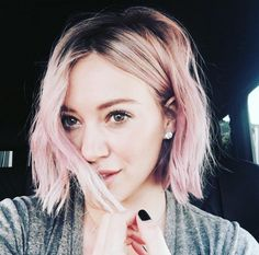 Hilary Duff se teint les cheveux en rose | HollywoodPQ.com