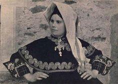 Costume of Montehermoso, Cáceres Province, Extremadura, Spain Folk Clothing, Festival Dress, Ottoman Empire, Choir, Fashion History, Ethnic, Graphic Sweatshirt, March 2013, Costumes