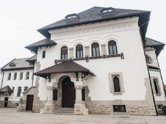 casa in stil neoromanesc Bucharest Romania, My Town, Building Plans, Homeland, Places To See, House Design, Traditional, Mansions, Interior Design