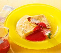 Eine fruchtige Sauce oder eine Kugel Glace passen besonders gut zu diesen etwas säuerlichen Crêpes mit Füllung.
