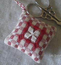 scissor fob done in Suisse broderie Chicken Scratch Patterns, Chicken Scratch Embroidery, Ribbon Embroidery, Cross Stitch Embroidery, Embroidery Patterns, Bordado Tipo Chicken Scratch, Swedish Weaving, Girl Scout Crafts, Gingham Fabric
