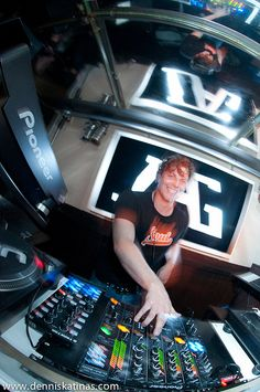 Hey DJs, are you in need of scoring more DJ gigs? Get an electronic press kit! A DJ press kit is one of the best DJ marketing tools to increase DJ jobs! Best Dj, Press Kit, Marketing Tools, Wordpress, About Me Blog