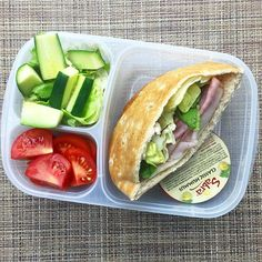 Lunch meal prep - Quick and easy lunch idea! Pita sandwich packed for lunch Lunch Meal Prep, Healthy Meal Prep, Healthy Snacks, Healthy Eating, Healthy Recipes, Lunch Time, Lunch Snacks, Lunch Recipes, Cooking Recipes