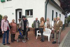 Im Rahmen unseres Lyra-Programms machten sich am 18. Mai zwanzig Personen auf den Weg nach Warendorf zum Tagesausflug inkl. Stadtführung. Wir hatten einen einen wunderbaren Tag und gute Unterhaltung. Nach dem Mittagessen folgte noch eine Kutschfahrt in der Pferdestadt Warendorf. Bis zum nächsten Mal - wir freuen uns! www.makiol.de