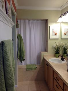 Modern Green Bathroom Curtain Ideas Combined With Foamy Bench Plus Corner  Niches For Soaps And Floating Vanity Cabinets | Bathroom | Pinterest |  Floating ...
