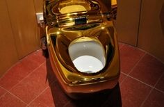 Yes yes my golden toilet paper should go well in here.World's most expensive toilet. This incredibly luxury intensive toilet is made entirely of 24 karat gold. Expensive Taste, Most Expensive, Bling Bling, Rich People, Luxury Lifestyle, Solid Gold, Fancy, Pure Products, Cool Stuff