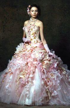 Stella de Libero, gown, couture, wedding, bridal, dress, fantasy, flowers, flower, floral, flora, fairytale, fashion, designer Fairytale Gown, Fairytale Fashion, Fabulous Dresses, Beautiful Gowns, Pretty Dresses, Beautiful Outfits, Robes Superbes, Fantasy Dress, Flower Dresses