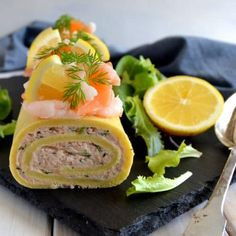 Tunroulade - nem og lækker opskrift på roulade med tun - madenimitliv.dk Vegan Runner, Vegan Gains, Danish Food, Fish Dinner, Easy Food To Make, Appetisers, Fish And Seafood, Diy Food, Tapas
