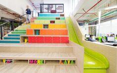 La importancia de los detalles para tener un diseño completo. Oficinas Globant en Bogotá #InteriorDesign #Decoration #Staircase #Slide #Oficinas