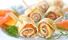 smoked salmon and cream cheese spirals from The Jewish Kitchen Thin Pancakes, Horseradish Cream, Jewish Recipes, Holiday Dinner, Smoked Salmon, Healthy Options, Finger Food, Food Hacks, Tapas