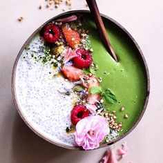 Chia Pudding Smoothie Bowl via @feedfeed on https://thefeedfeed.com/thefitfabfoodie/chia-pudding-smoothie-bowl