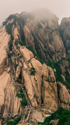 Huangshan, Giant stairway 1 - Shot in Huangshan with a Leica and a Leica Summilux-M Beautiful Ruins, Beautiful Places, Beautiful Pictures, China Architecture, Australia Travel Guide, Sacred Mountain, Chinese Landscape, Taoism, Landscape Paintings