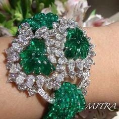 Incredible Carved emerald butterfly bracelet with white diamonds surrounded and emerald bead bracelet set in 18ct white gold!! @davidmorrisjeweller @_khadija_dm !! #dubai #dubailife #dubaimall #art #amazing #fabulous #dream #girl #happy #love #diamonds #emerald #instagood #instadaily #instamood #instagram #instalike #inspiration #instafollow #mydubai #my_dubai #luxurylife #luxurydesign #luxury #luxuryjewelry #luxuryfashion #luxurylifestyle #luxurystyle #queen #royal